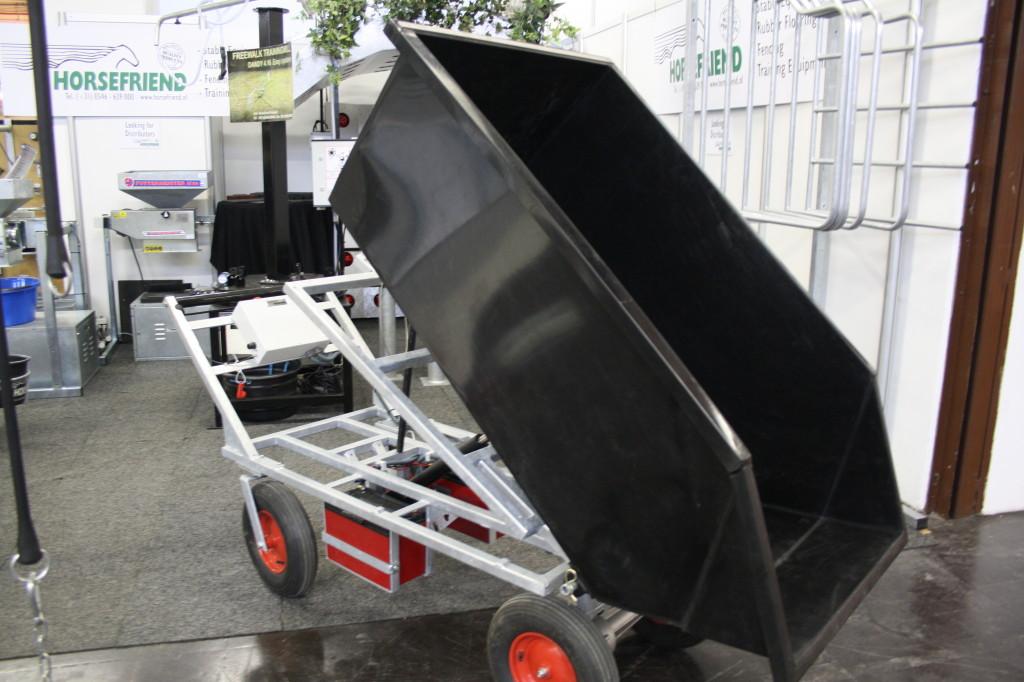 Velké výklopné vozíky na elektrický pohon