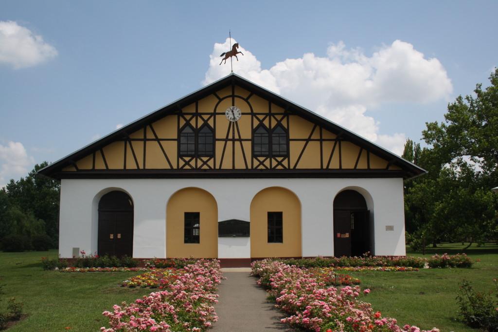 Budova jízdárny v Mezöhegyesi