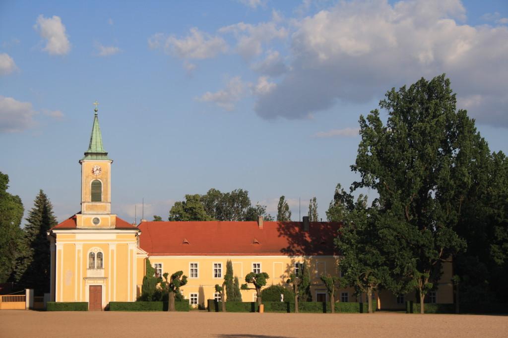 Kladrubský kostelík a zámek