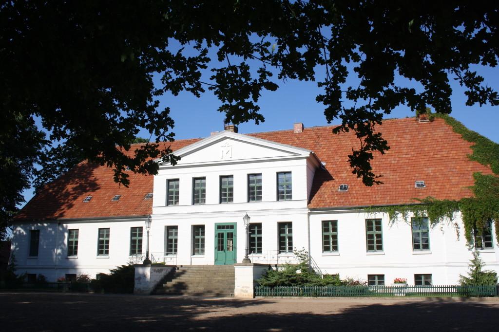 Správní budova hřebčince v Redefinu